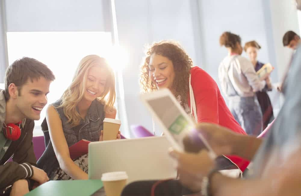 5 Tips for Building a Positive Company Culture in 2018: People smiling in group setting